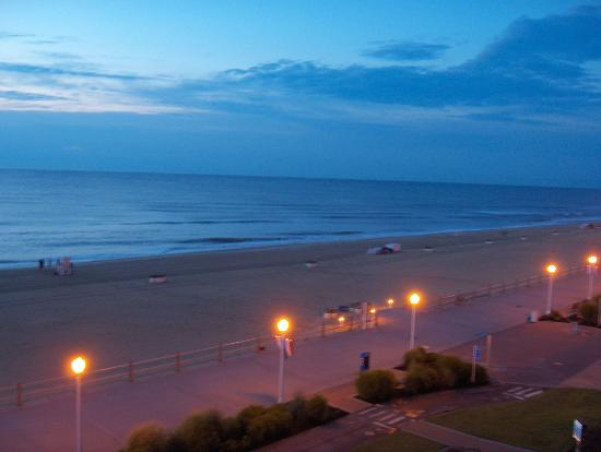 BEST WESTERN PLUS Oceanfront Virginia Beach: Early morning