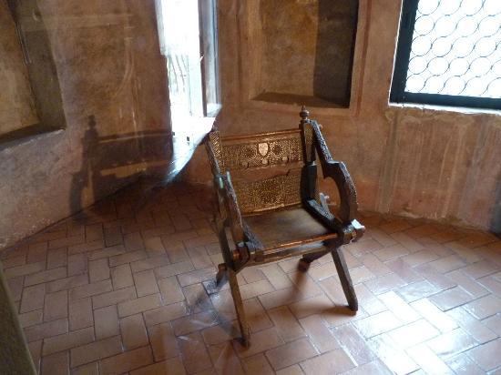 Arqua Petrarca, Italy: LA SEDIA LE POETA PETRARCA