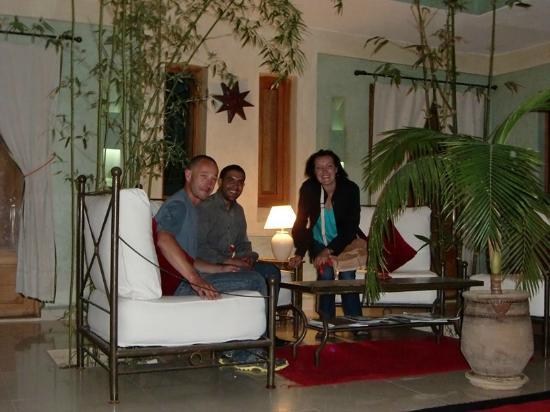 L'Heure d'Ete: Avec Hammou, réceptionniste de nuit