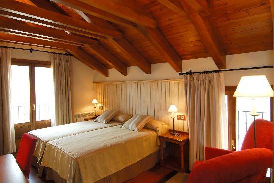 Hotel Diamo: Habitacion doble abuhardillada