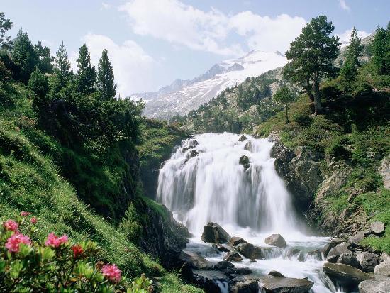 Hotel Diamo: Cascada de Aiguallut
