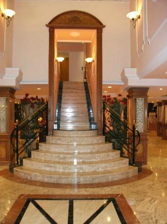 Grupotel Acapulco Playa: Treppenaufgang zu den Zimmern