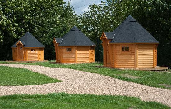 Lee Valley Camping and Caravan Park, Edmonton : Relax in a woodland cabin