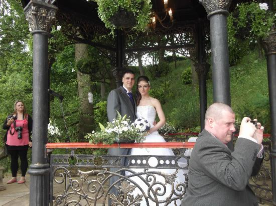 The Grimscote Manor Hotel: Married outside under a beautiful band stand