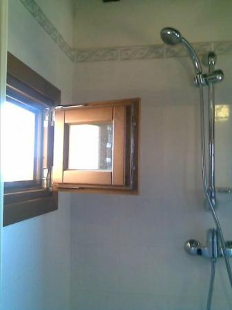 Resort Casale Le Torri: una finestra là