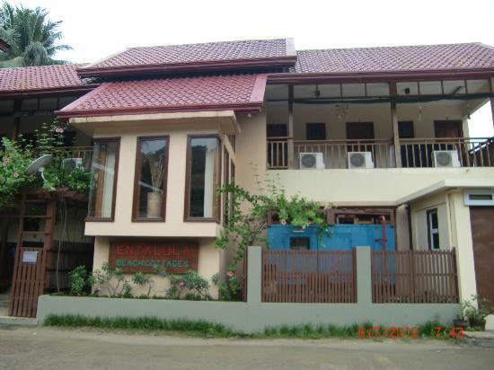 Entalula: facade from the street