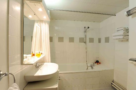 Adagio Access Toulouse Jolimont: salle de bain appartement chambre séparée