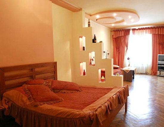 Rynok apartament: комната с видом на пл.Рынок
