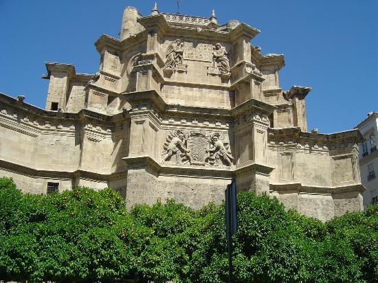 Hotel Los Jeronimos: Vista frontal do quarto no 4º Piso - Igreja dos Jerónimos