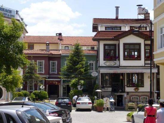 Historia Hotel: outside