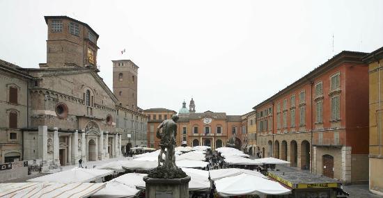 Reggio Emilia, Italië: Mercato P.za Camillo Prampolini