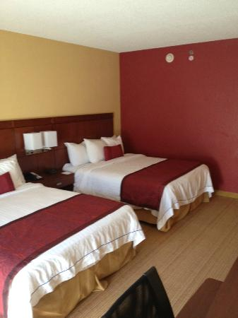 Courtyard by Marriott Kansas City South: Standard room