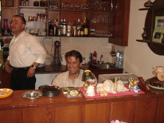 Patriko: Achter de gezellig raki bar