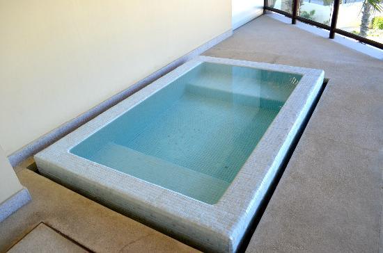 The Grand Mayan Los Cabos: Soaking pool on balcony.