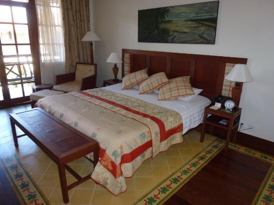Victoria Angkor Resort & Spa: Nice big bed