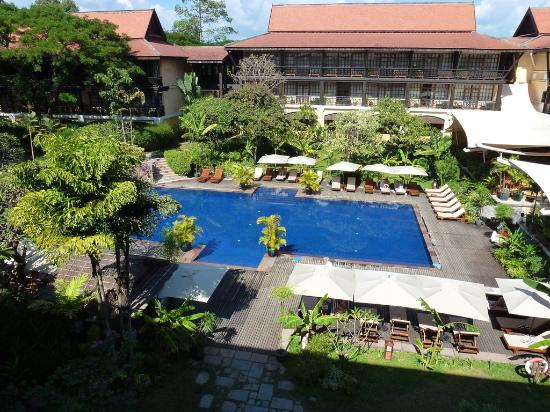 Victoria Angkor Resort & Spa: view of pool from balcony