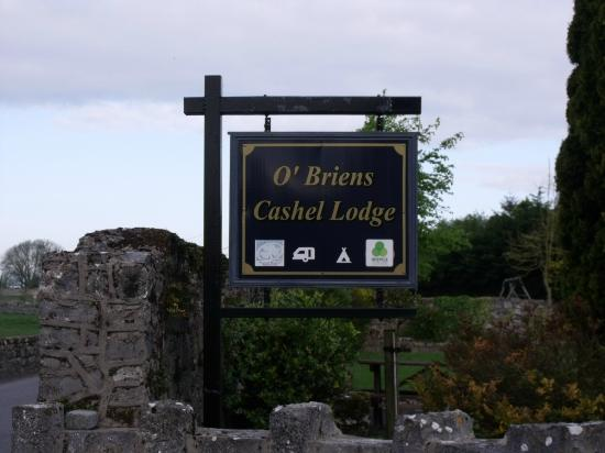 O'Briens Cashel Lodge: Look for their sign