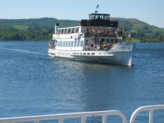 Bowness-on-Windermere, UK: Cruise coming into Ambleside