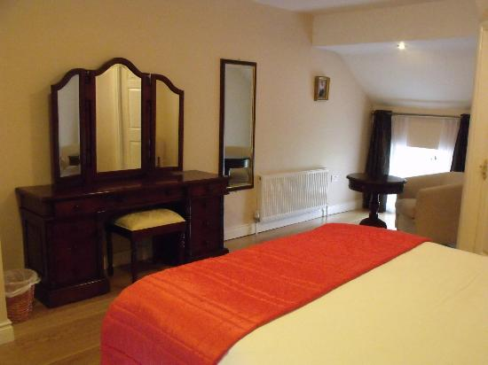 O'Briens Cashel Lodge: Room 9 - very nice!