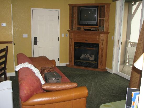 Mountain Run at Boyne: main room gas fireplace and TV