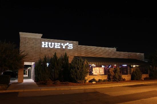 Huey's Southaven : Outside Huey's
