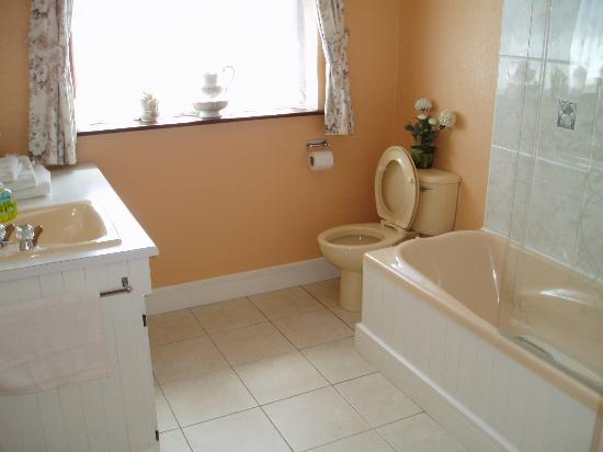 La Mirage: Private Bathroom
