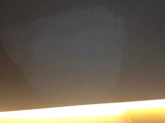 Crowne Plaza Beijing International Airport: shabby paint job