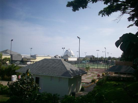 crazy golf and tennis courts - Picture of Grand Palladium