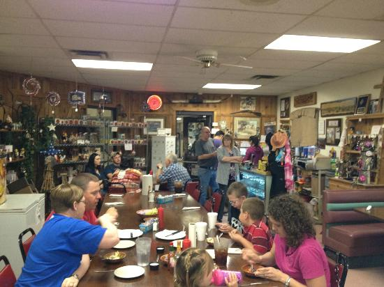 Youngblood's Cafe : Inside