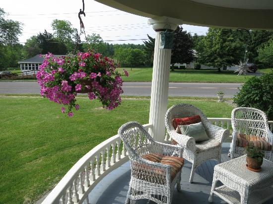 A Stone's Throw Bed and Breakfast: Porch