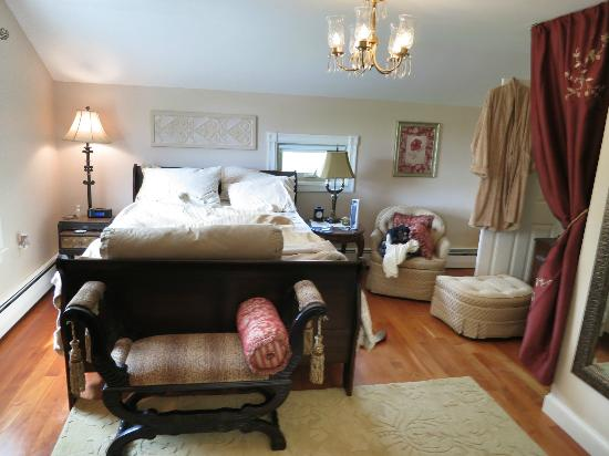 A Stone's Throw Bed and Breakfast: Our room