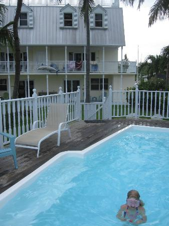 Tarpon Flats Inn: Inn and pool