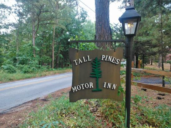 Tall Pines Inn: Tall Pines Motor Inn sign