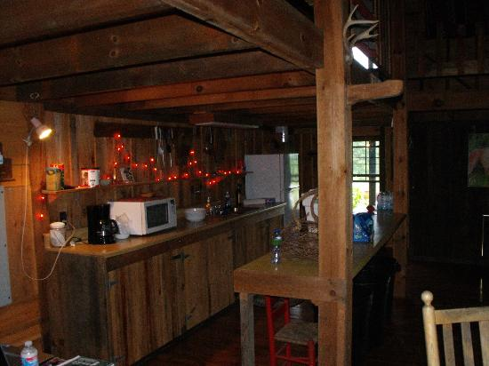 Deerwoode Lodge & Cabins: Inside Coyote Lodge