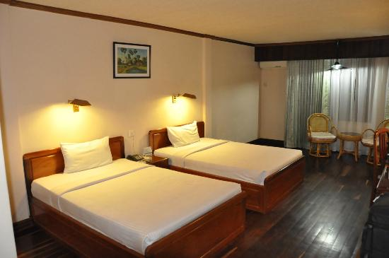 Ta Prohm Hotel: Twin Room
