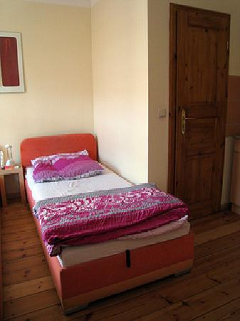 Altstadt Pension im Hollanderviertel: There were two twin-sized beds in my room. Quite comfortable.