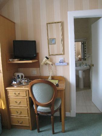 Ballifeary Guest House: Desk Area