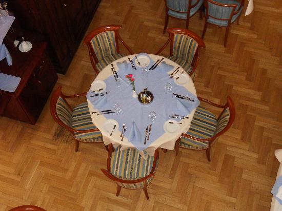 Art & Spa : Stół (jadalnia)