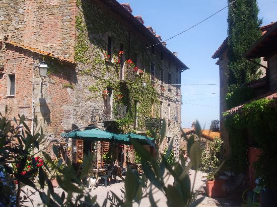 Trattoria di campagna Borgo Cenaioli: esterno