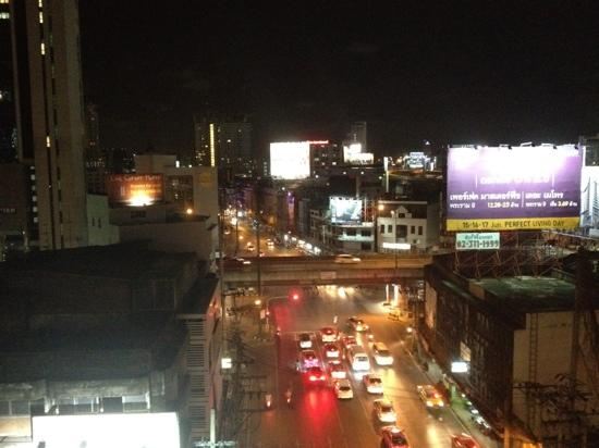 Link Corner Hostel Bangkok: view from the station, Link Corner is on the left side of the intersection