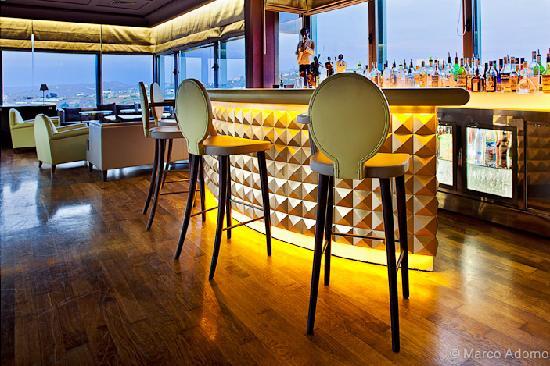 Palais Faraj Suites & Spa: Golden Bar
