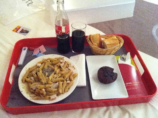 Ibis Paris Grands Boulevards Opera 9eme: jantar que pedi após as 21h. melhor que a expectativa!