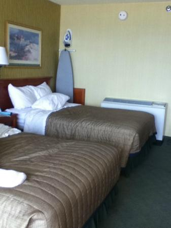 The Oceanfront Inn: beds