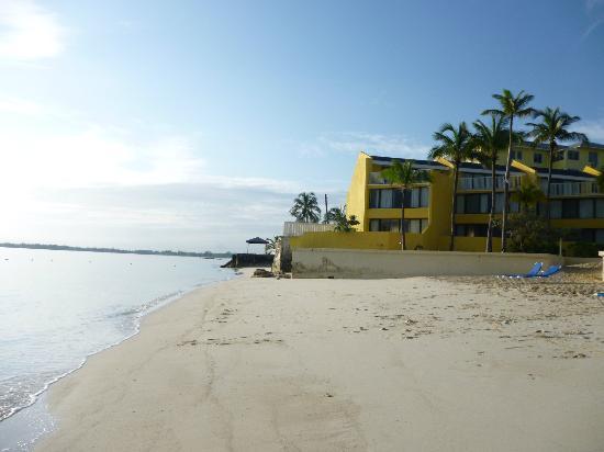 Blue Water Resort on Cable Beach: blue water resort beach