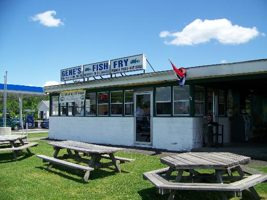 Gene's Fish Fry: Front view
