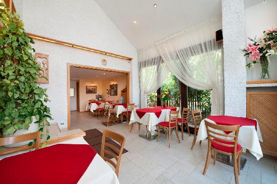 A. V. Pension Praha: Breakfast room
