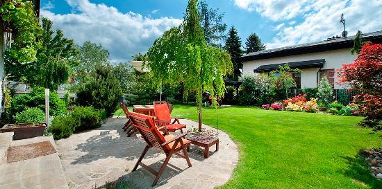 A. V. Pension Praha: Garden