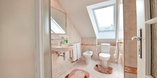 A. V. Pension Praha: Bathroom for room No 3
