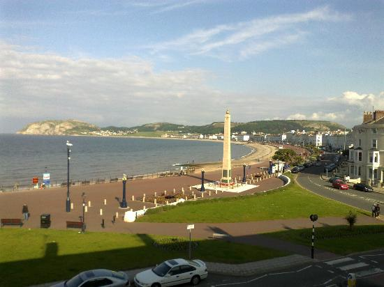 Lauriston Court Hotel: This is the view from room 6, also view of pier looking other way