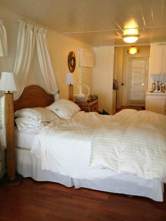 Bungalow Beach Resort: Room 105